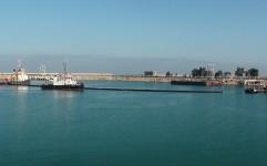برگزاری مانور مقابله با آلودگی نفتی دریای خزر در بندر انزلی