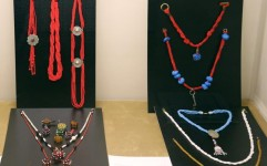 برگزاری نمایشگاه «دست های روی صخره ها» در موزه جهان نما