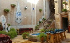 """""""سووشون"""" نخستین اقامتگاه بوم گردی در بافت تاریخی شیراز"""