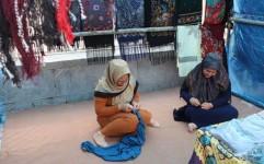 عرضه سوزن دوزی زنان ترکمن در کمپ های نوروزی
