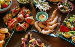 بررسی اثر گردشگری غذا بر وفاداری گردشگران به مقصد