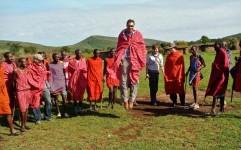 چه کسانی در صحنه گردشگری برای کاهش فقر نقش آفرینی می کنند؟