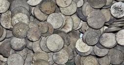 کشف 1072 سکه تاریخی در دیشموک کهگیلویه