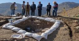 کشف ابزار سنگی تاریخی در محوطه تاریخی بی بی زلیخایی
