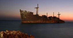 حذف کشتی یونانی از جاذبه های کیش تا چند سال آینده