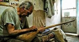 دوتار سهم ایران، فرش ترکمن برای ترکمنستان