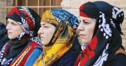 گُلوَنی، سربند زیبای زنان لر، دستاری از نقوش تاریخ و فرهنگ