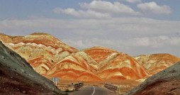 آلاداغ لار، کوه های رنگین کمانی ماه نشان زنجان