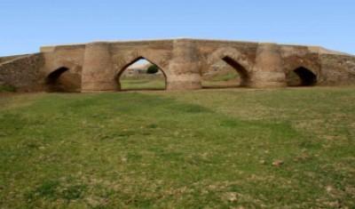 """""""پل شکسته"""" در استان همدان مرمت می شود"""
