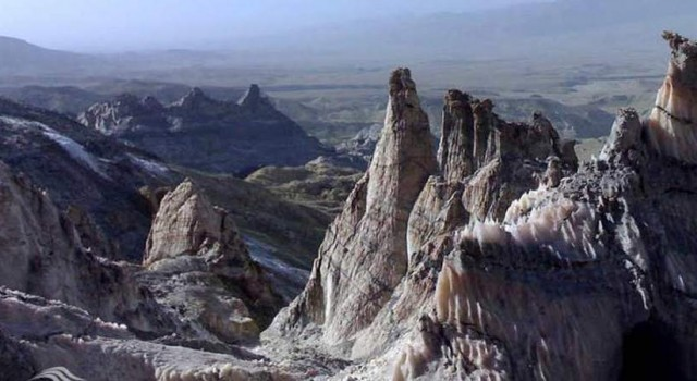 ورود به کوه نمک بوشهر ممنوع شد