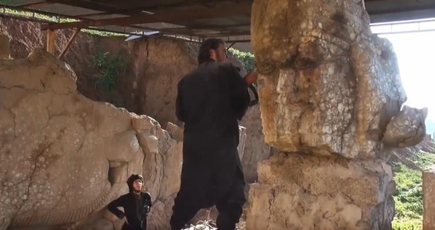 داعش غارت آثار باستانی و اشیای عتیقه را قانونی کرد!