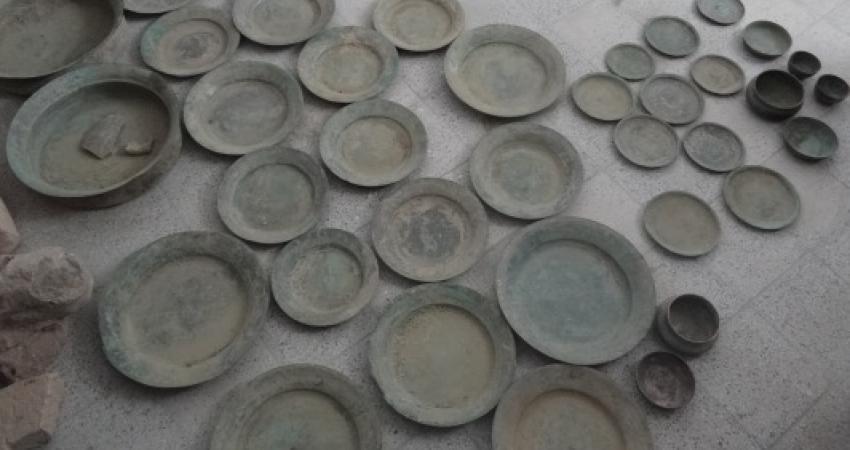 کشف ظروف تاریخی مسی در کازرون