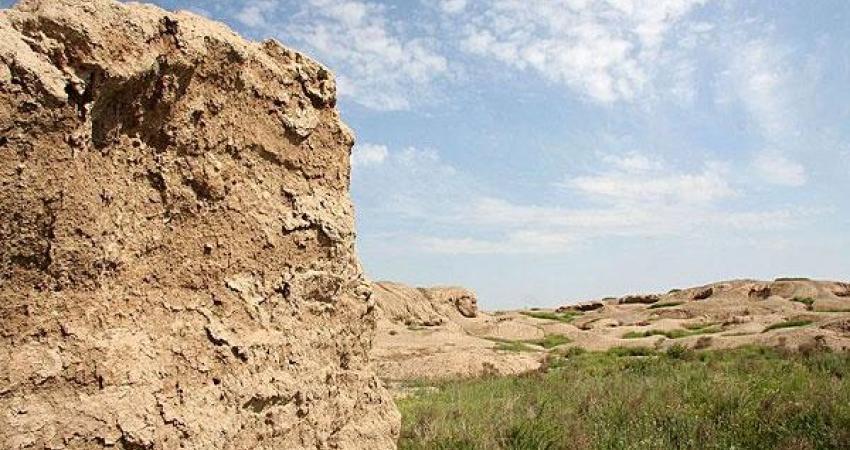 کشف سازه خشتی عصر آهن 3 در قره تپه سگزآباد دشت قزوین