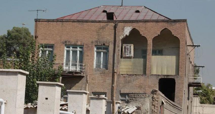 قطار توسعه در ایستگاه تخریب تاریخ