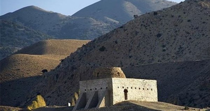 بازدید ریاست سازمان مدیریت و برنامه ریزی از بنای تاریخی اسپاخو