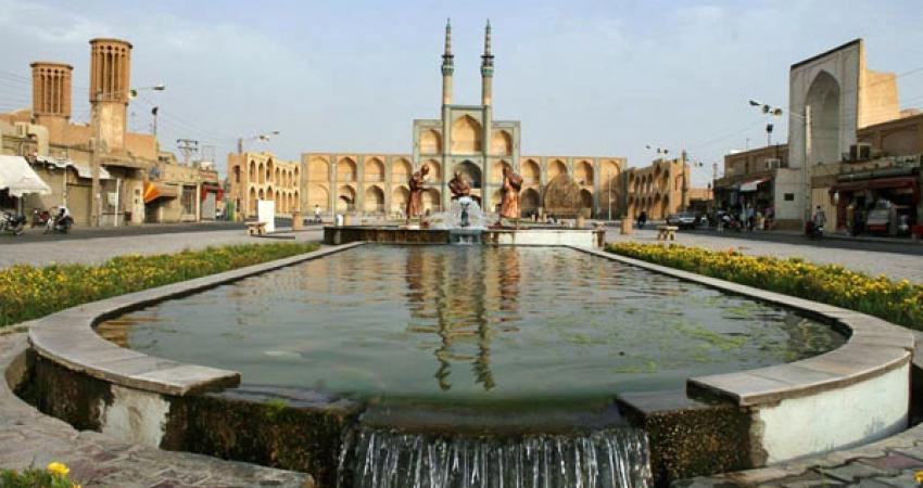 جداره سازی میدان امیر چخماق به حفظ هویت فرهنگی یزد کمک می کند