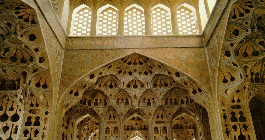 کاخ عالی قاپوی اصفهان به 40 تابلو معرفی بنا تجهیز شد