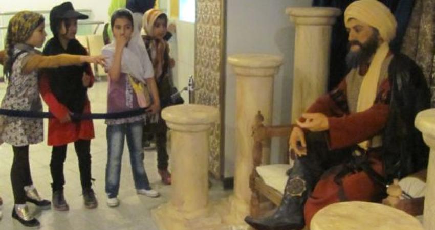 چه چیزی علاقه جوانان را برای بازدید از موزه بر می انگیزد