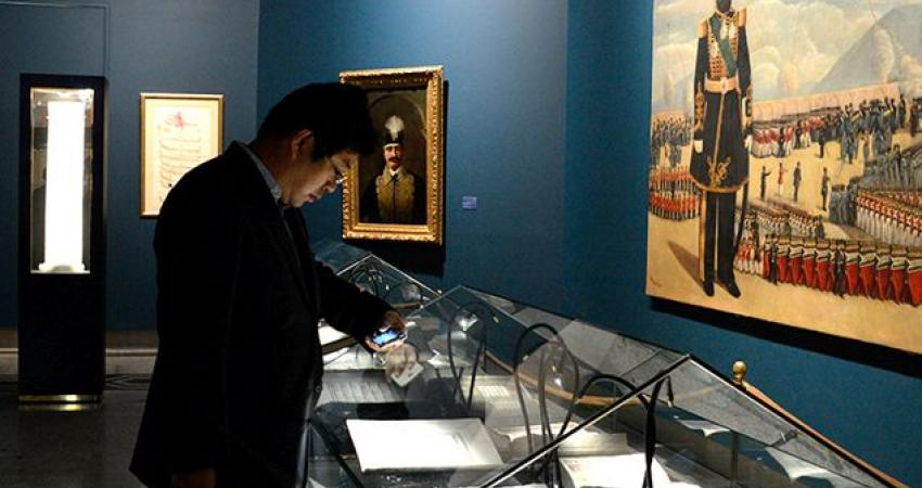 بازدید رییس کتابخانه ملی چین از گنجینه آثار کتابخانه و موزه ملی ملک