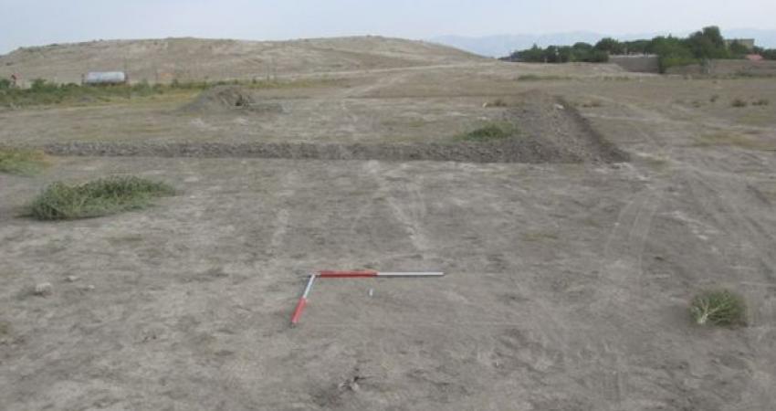 گمانه زنی برای جلوگیری از تخریب بیشتر یک تپه 6000 ساله