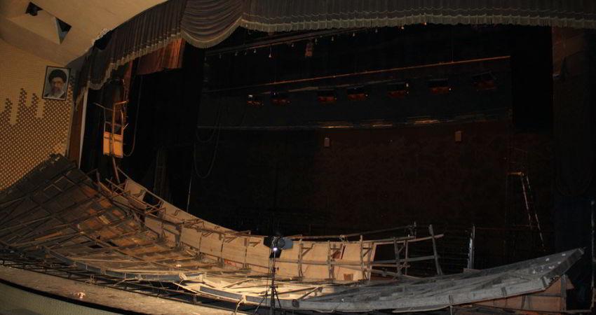 بخشی از پیشانی صحنه تالار اصلی تئاتر شهر دچار ریزش شد