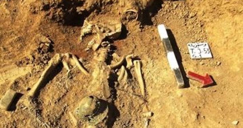 """کشف گورهایی با تدفین طاقباز در گورستان """"وستمین"""" کیاسر"""