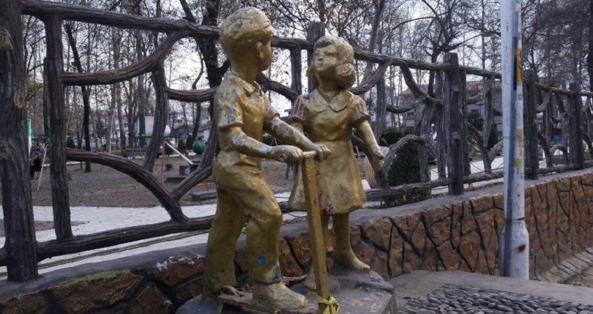 رنگ آمیزی عجیب مجسمه های معروف فومن