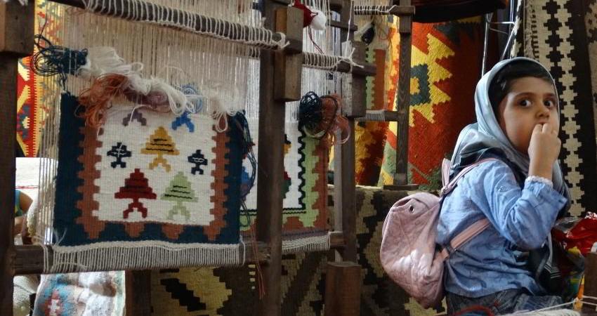 خواب طولانی بازار صنایع دستی تهران در خیابان ویلا
