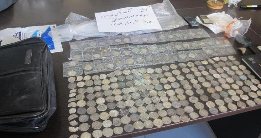 کشف سکه های عتیقه متعلق به دوره ساسانیان در کرج