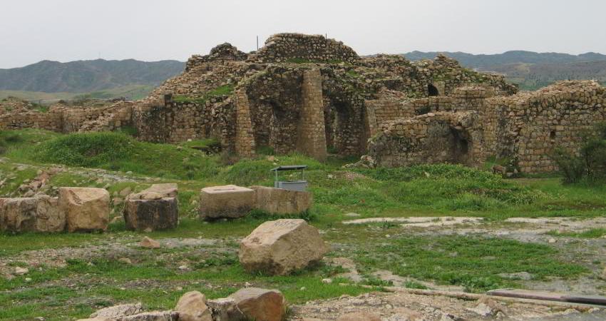 کشف درپوش سنگی استودان دوره ساسانیان در فارس