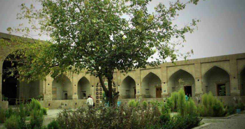 اقامتگاه های تاریخی ایران تبدیل به هتل می شوند