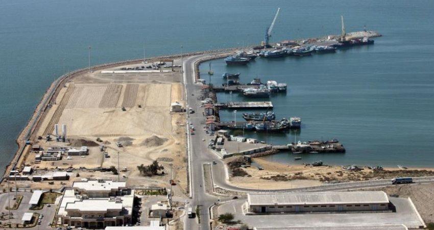 ورود نخستین کشتی مسافربری عمان به بندر چابهار