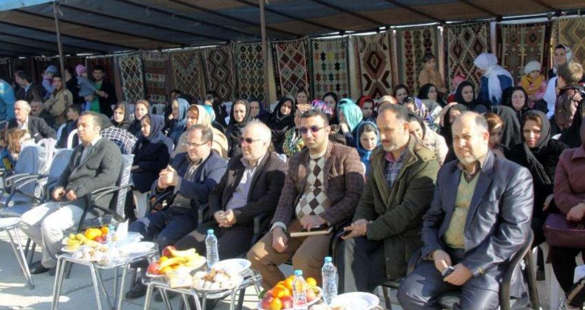 جشنواره دل بافته های هنرمندان گلیم باف آستارا برگزار شد