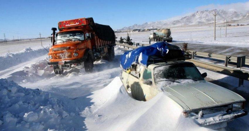 برف و کولاک محورهای شمشک-دیزین و پونل-خلخال را مسدود کرد