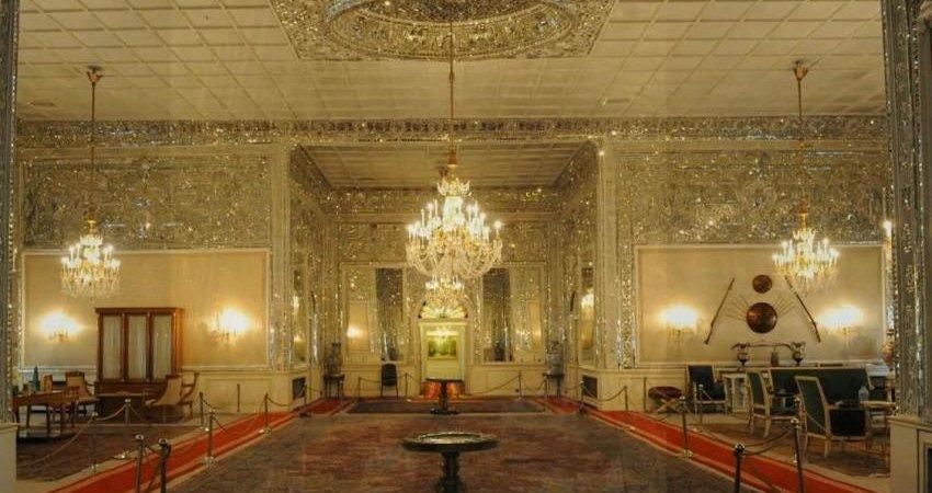 مرمت تابلو نقاشی چشم انداز جهانی متعلق به کاخ صاحبقرانیه