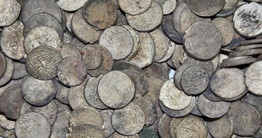 کشف 102 سکه سلجوقی اتابکی در اردبیل