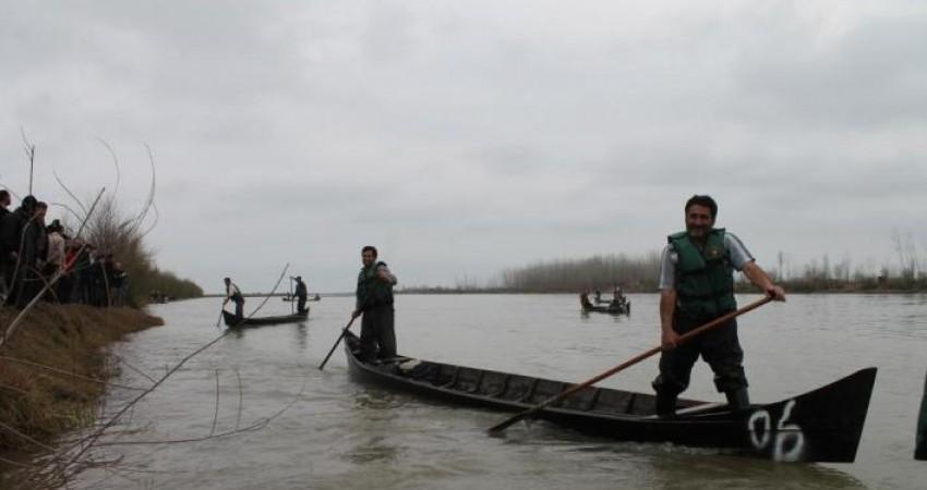 دومین مسابقه قایقرانی با قایق های چوبی