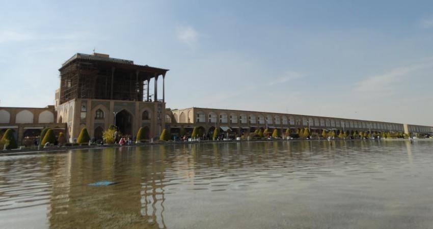 افتتاح راه شاهی، چشم انداز عمارت عالی قاپو