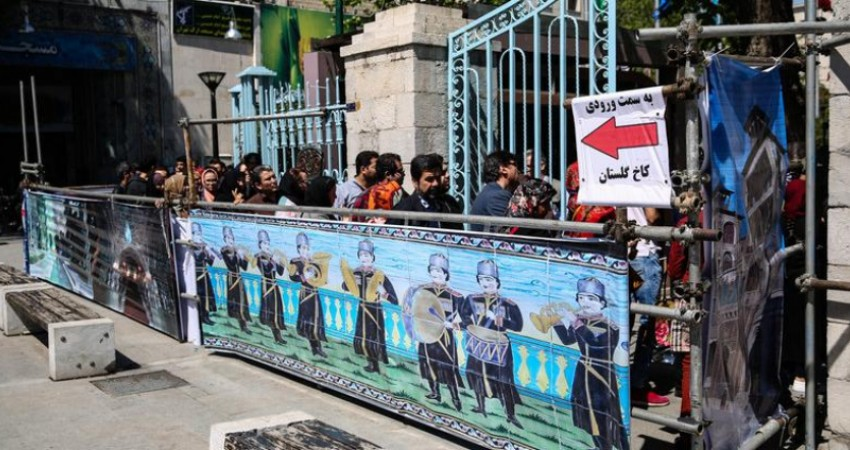 """""""500 تومانیِ"""" بحث برانگیز در بازدید از کاخ گلستان"""