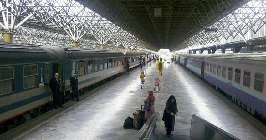 مخالفت پورسید آقایی با انتقال راه آهن به خارج از تهران