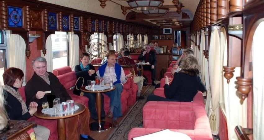 مسافران قطار عقاب طلایی وارد کاشان شدند