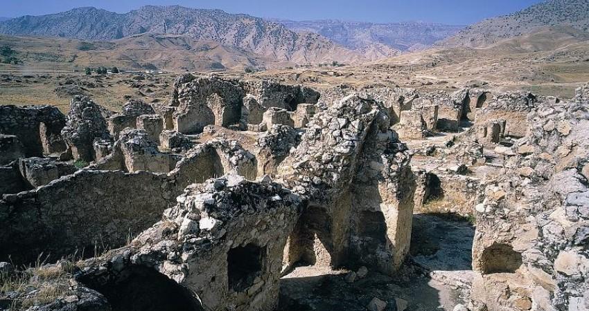 شناسایی 100 محوطه باستانی در دشت دهلران