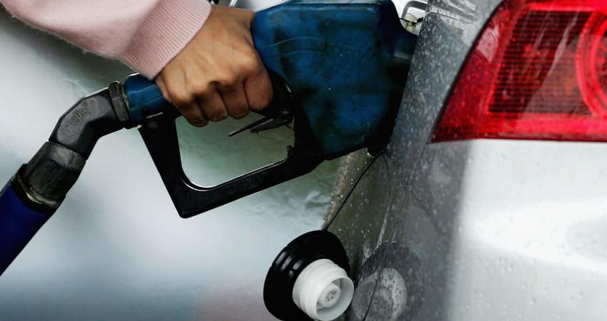 قیمت بنزین و دیگر فرآورده های نفتی در سال 95 افزایش نمی یابد