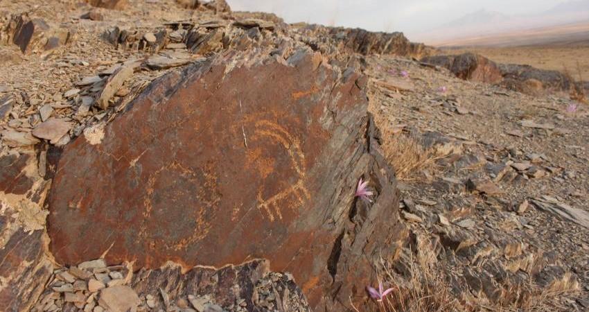 تداوم تخریب سنگ نگاره های 40 هزار ساله تیمره در خمین