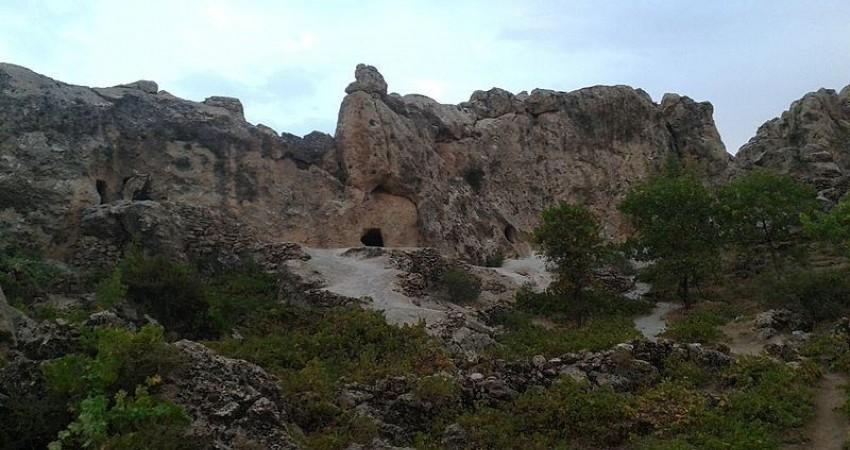 کشف دو لایه باستانی در غار و پناهگاه صخره ای یوان