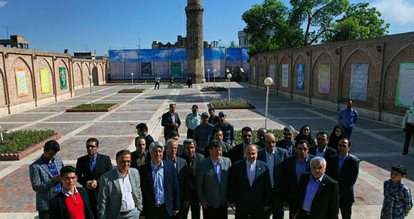 ساخت مقبره ای در شان شمس تبریزی در خوی