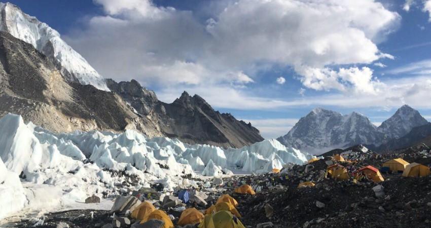 زلزله هم جلودار کوهنوردان برای صعود به اورست نیست