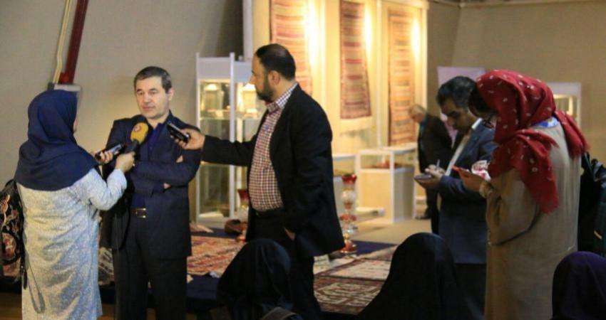 هم نشینی دو نسل جدید و قدیم صنایع دستی