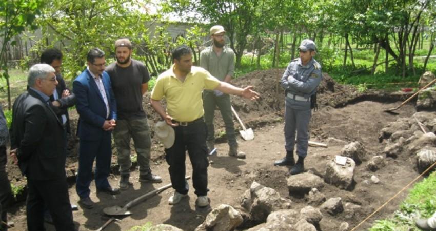 کشف اشیای باستانی و معماری عصر آهن در روستای اسب ریسه ماسال
