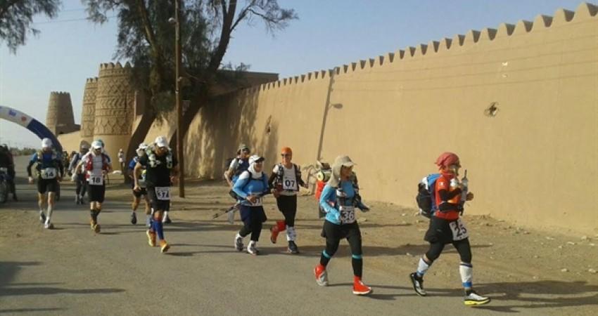 آغاز ابرماراتن كویری ایران با رقابت 35 دونده از پنج قاره جهان